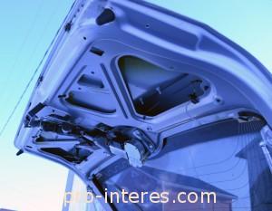 Крышка багажника Калина 2 при снятой обшивке