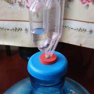 Гидрозатвор на 19 литровой бутылке