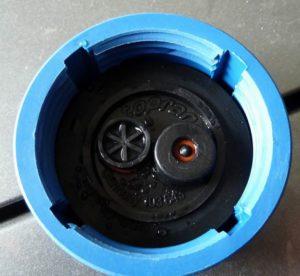 Клапаны синей крышки расширительного бачка