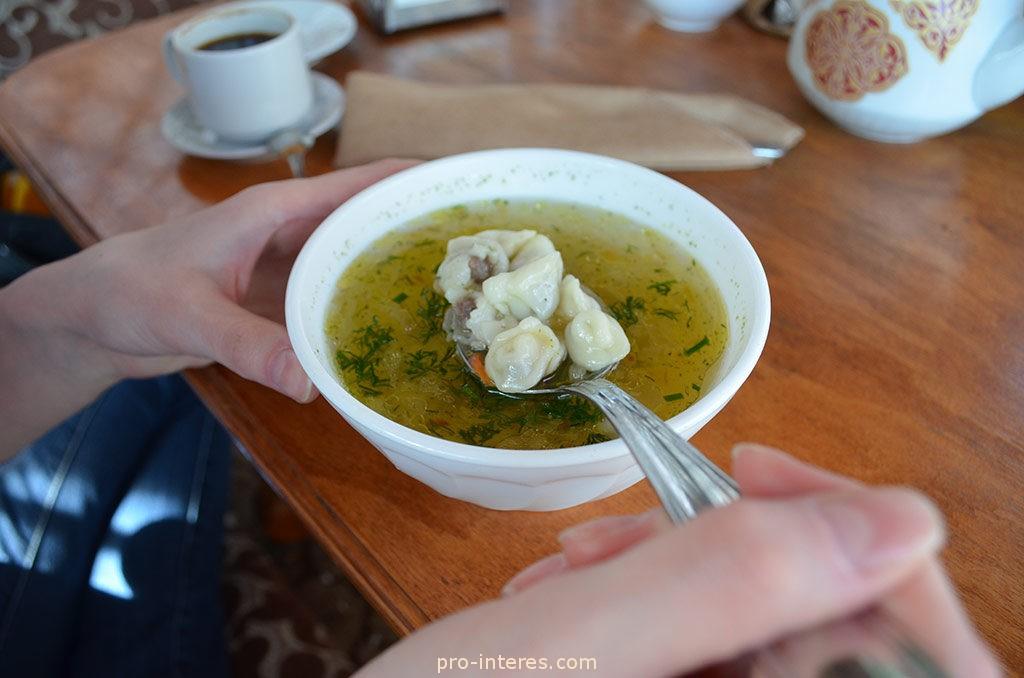 блюдо юфакъ-аш - маленькие пельмени в бульоне