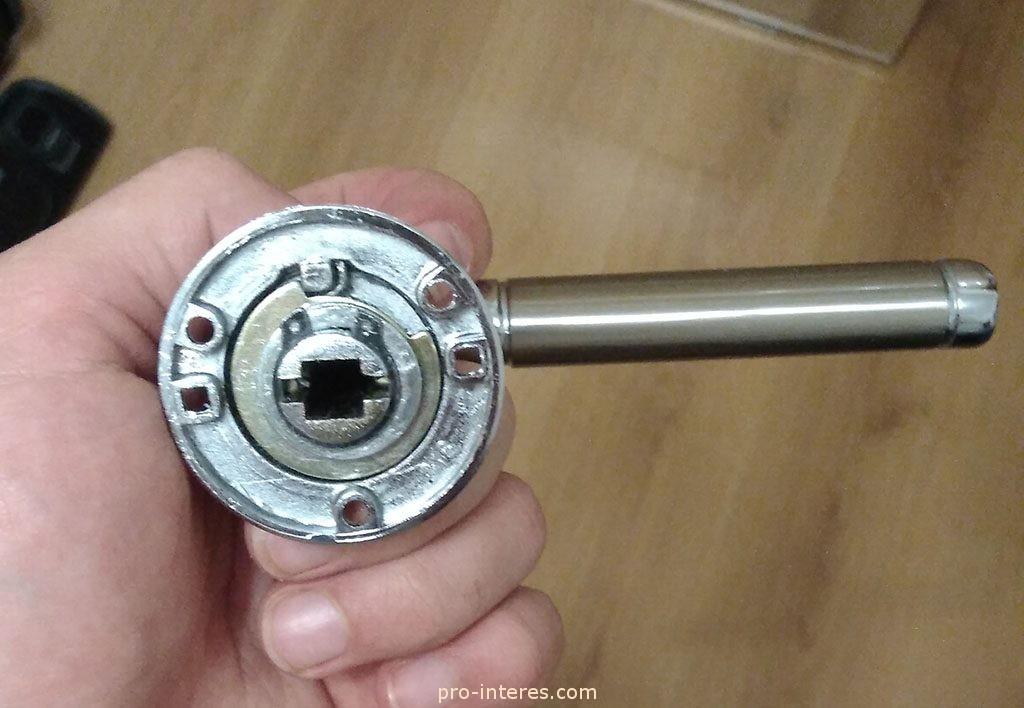 Дверная ручка Palidore. Возвратная пружина