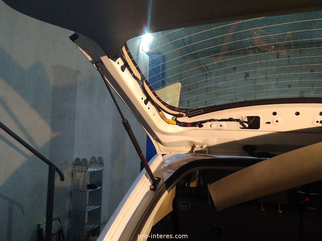 Снятие пластиковых накладок крышки багажника Outlander