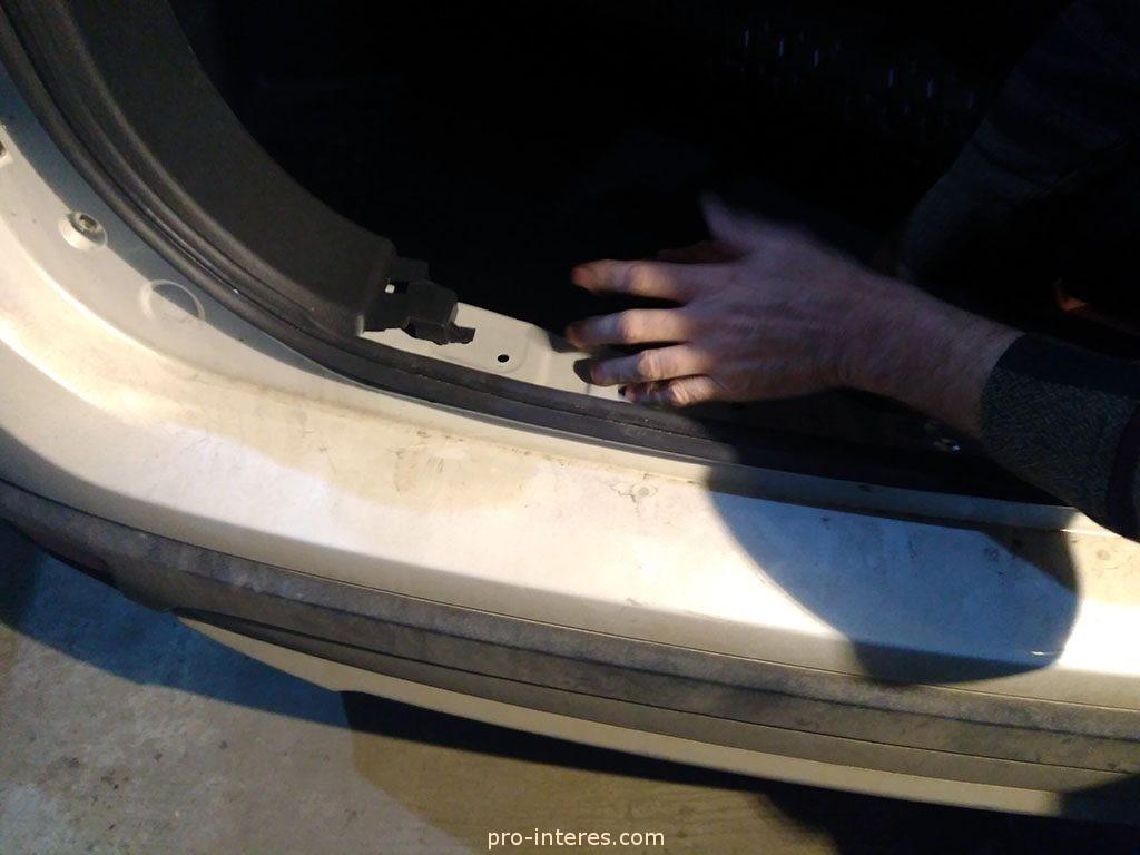 Снятие обивки багажника Outlander