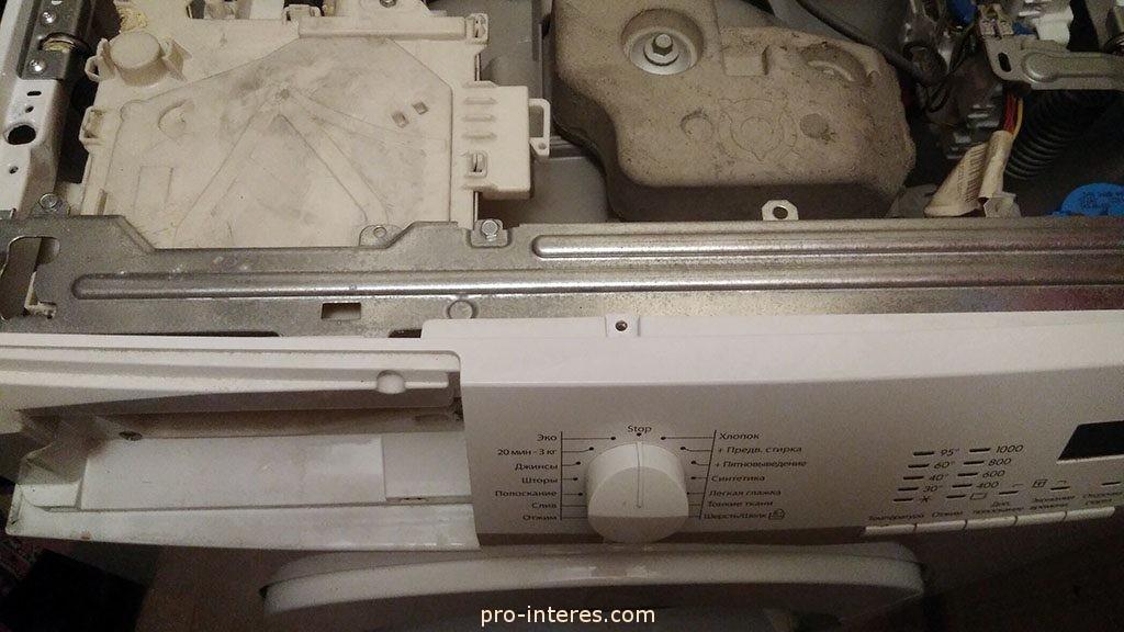 Снимаем верхнюю крышка стиральной машины AEG 60060 SL