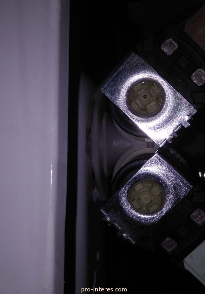 Снятие электромагнитного клапана подачи воды AEG 60060 SL