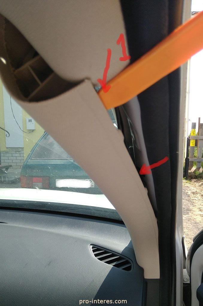Снятие накладки правой передней стойки Outlander