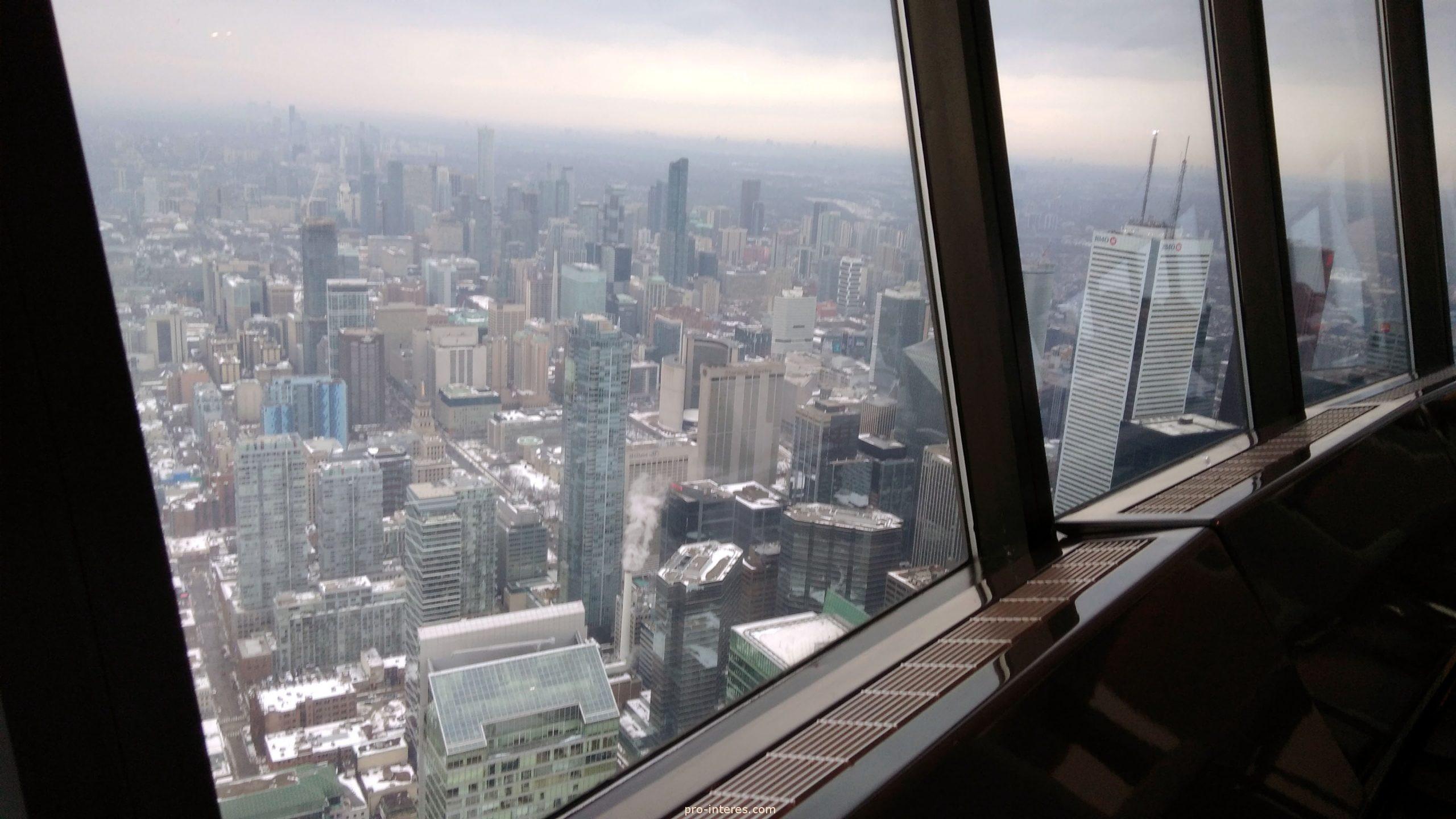Вид из ресторана 360 CN Tower