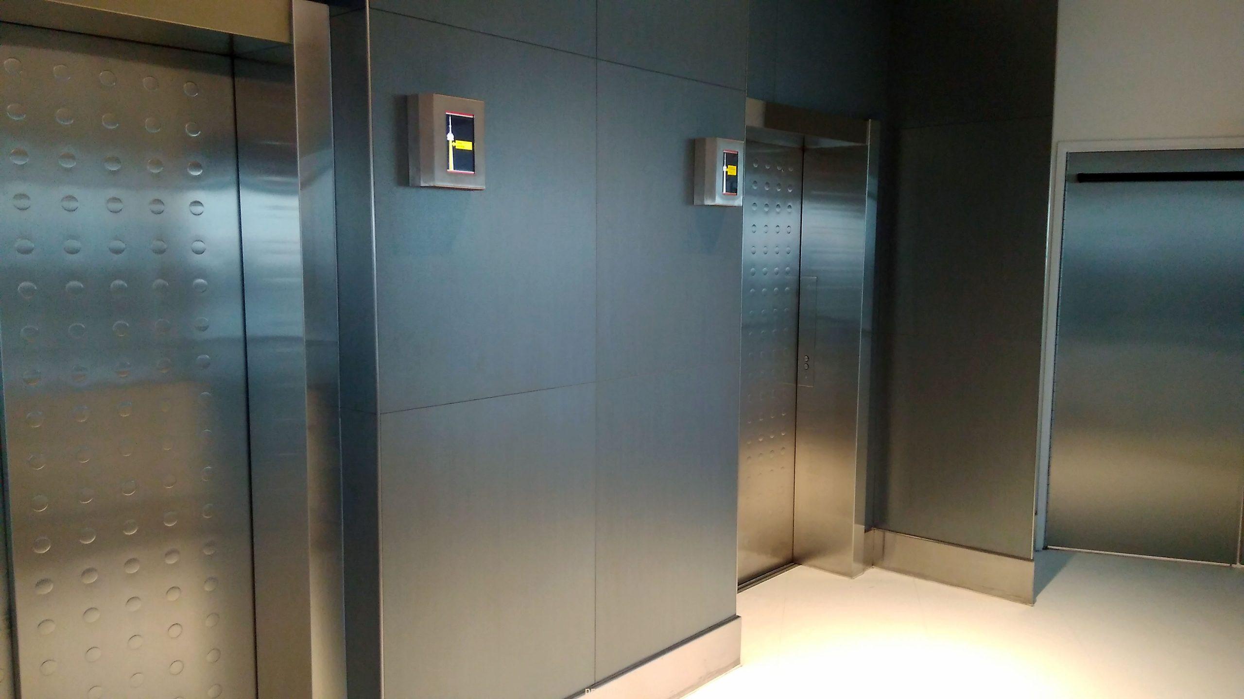 лифт CN Tower